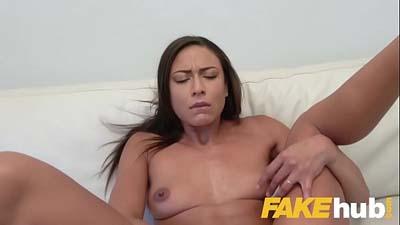 Nena sexy que acepta el sexo por dinero