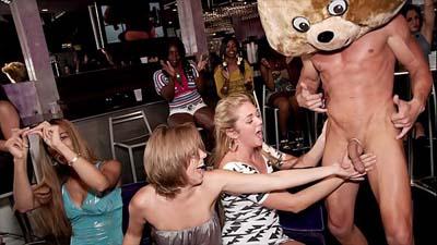 El grupo de mujeres calientes strippers masculinos club