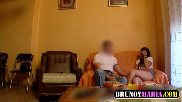 Chica cachonda folla con la amiga de su papá