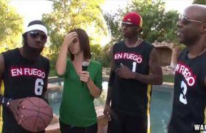tres jugador de baloncesto negra folla a chica rubia