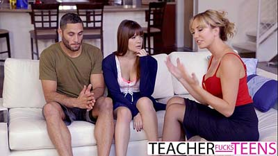 Señora madura tutor joven pareja con sexo trío