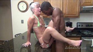 Anciana cachonda folla con joven negro – Beeg