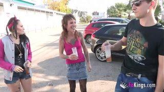 Dos chicas jóvenes tenían sexo trío por FaKings.com