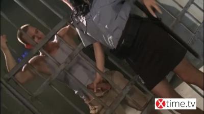 guardia femenina follada recluso en custodia