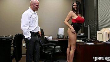 Missy Martinez se folló a su compañero de trabajo en la oficina
