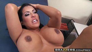 Kiara Mia video de sexo inspección médico – BRAZZERS