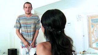Brazzers – Madrastra trae una prostituta a su hijastro