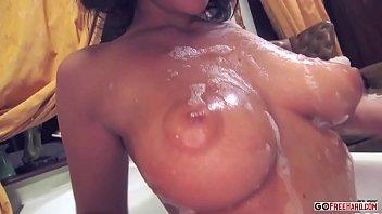 Video de sexo erótico en la espuma del baño 1080p HD